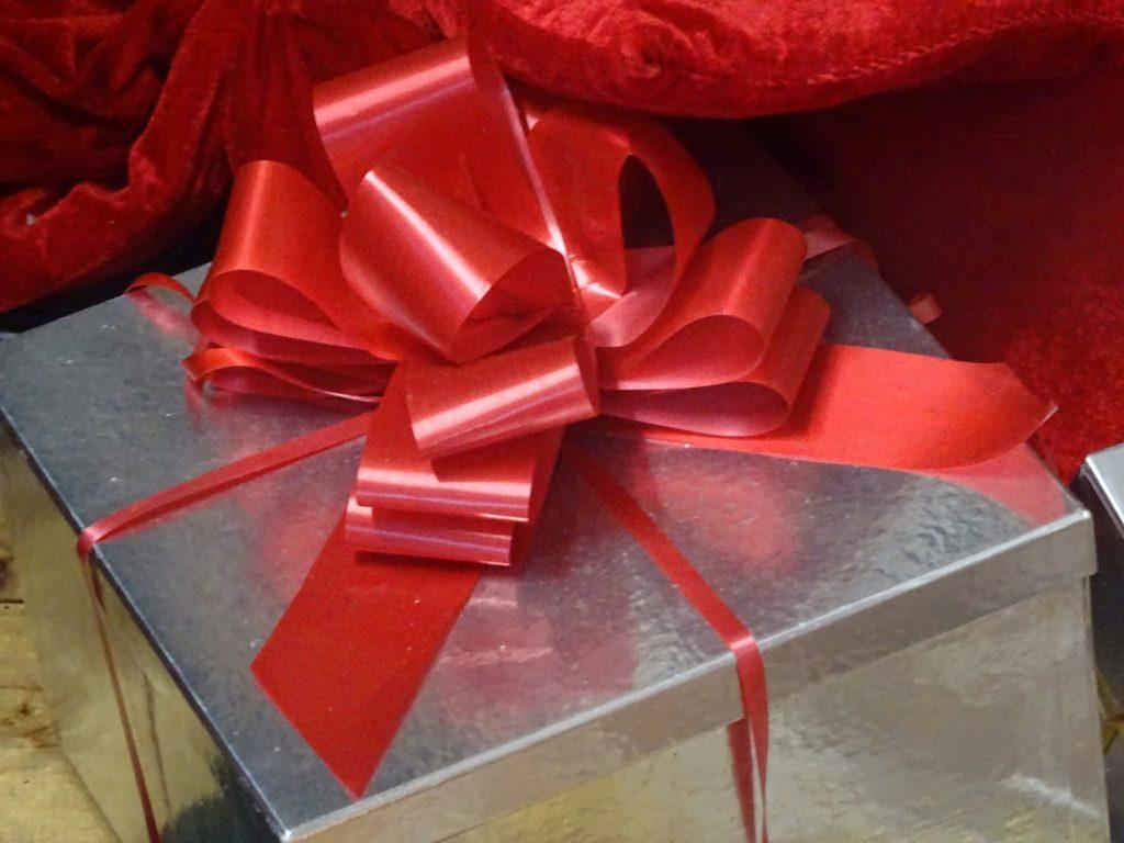 christmas-ribboned-gift